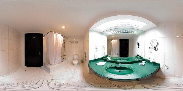 bathroom hotel sapphire golden five