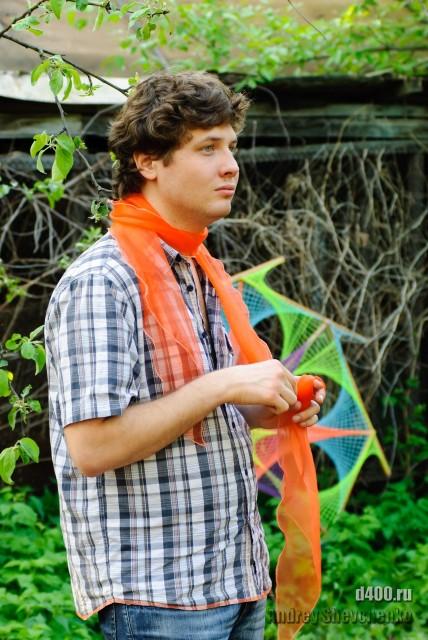 вот а ему шарфик подарила и смылась...