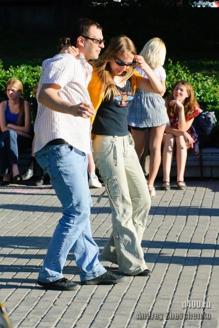 танцы на улицах москвы