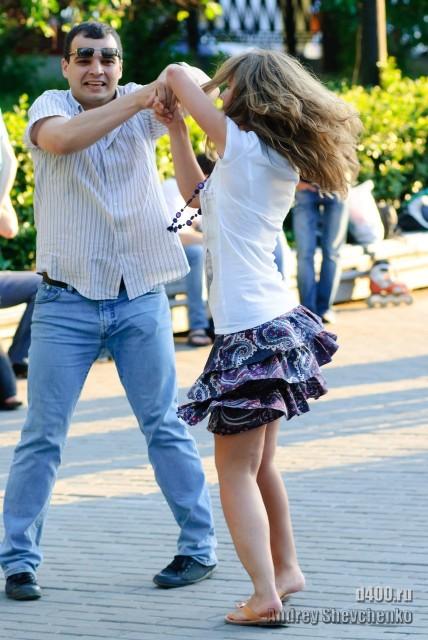 латиноамериканские танцы на улице