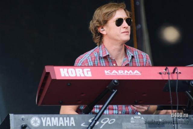 клавишник из группы Marina and the Diamonds