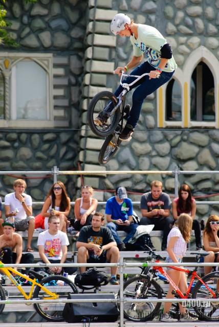 BMX Dirt фото со зрителями