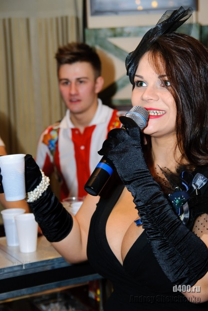 Мия Зарринг рекламирует коктейль