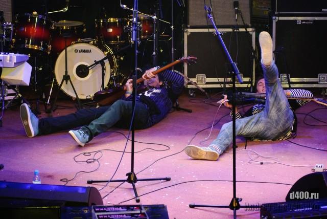на сцене группа S.I.S.K.I. из Анапы