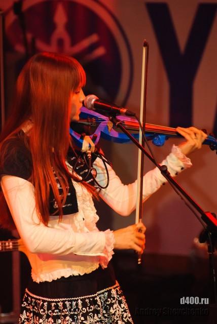 скрипачка группы Himitsu Desu